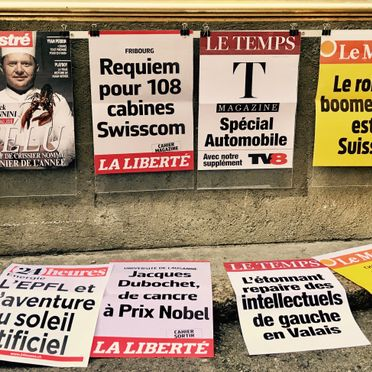 Banner headlines - Le Minaret - Cully